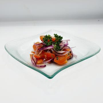 Náhľad paradajkový šalát s červenou cibuľou